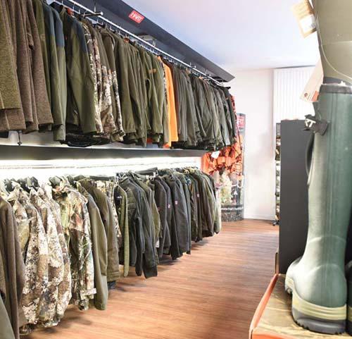 Jagdbekleidung bei Waffen Pauckert